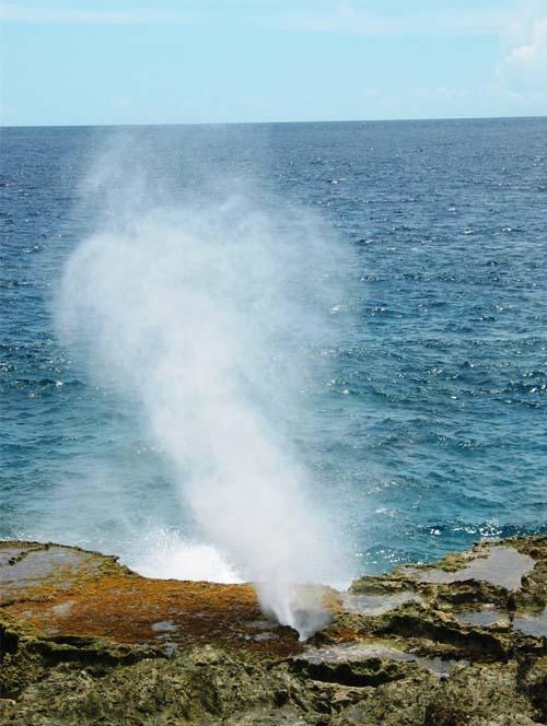 """塞班神奇的""""鲸鱼喷泉""""_塞班岛风景图片大全_中国国旅"""