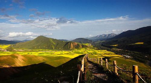 宛如仙境的青海卓尔山_青海风景图片大全_中国国旅