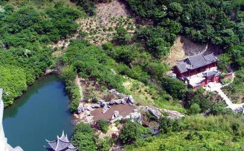大佛岩:桃花岛的标志