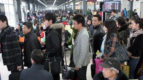 成都因大雾致大量航班延误 近8000人滞留