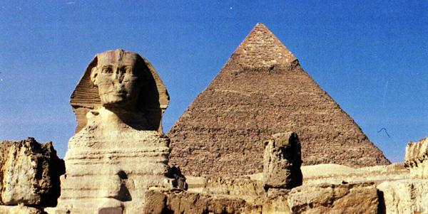 金字塔分布在尼罗河两岸,古埃及的上埃及和下埃及,今苏丹和埃及境内.